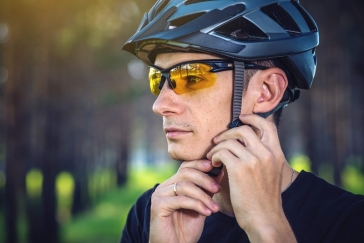 Golf Sunglasses: Which One to Choose - Tinted or Polarized?